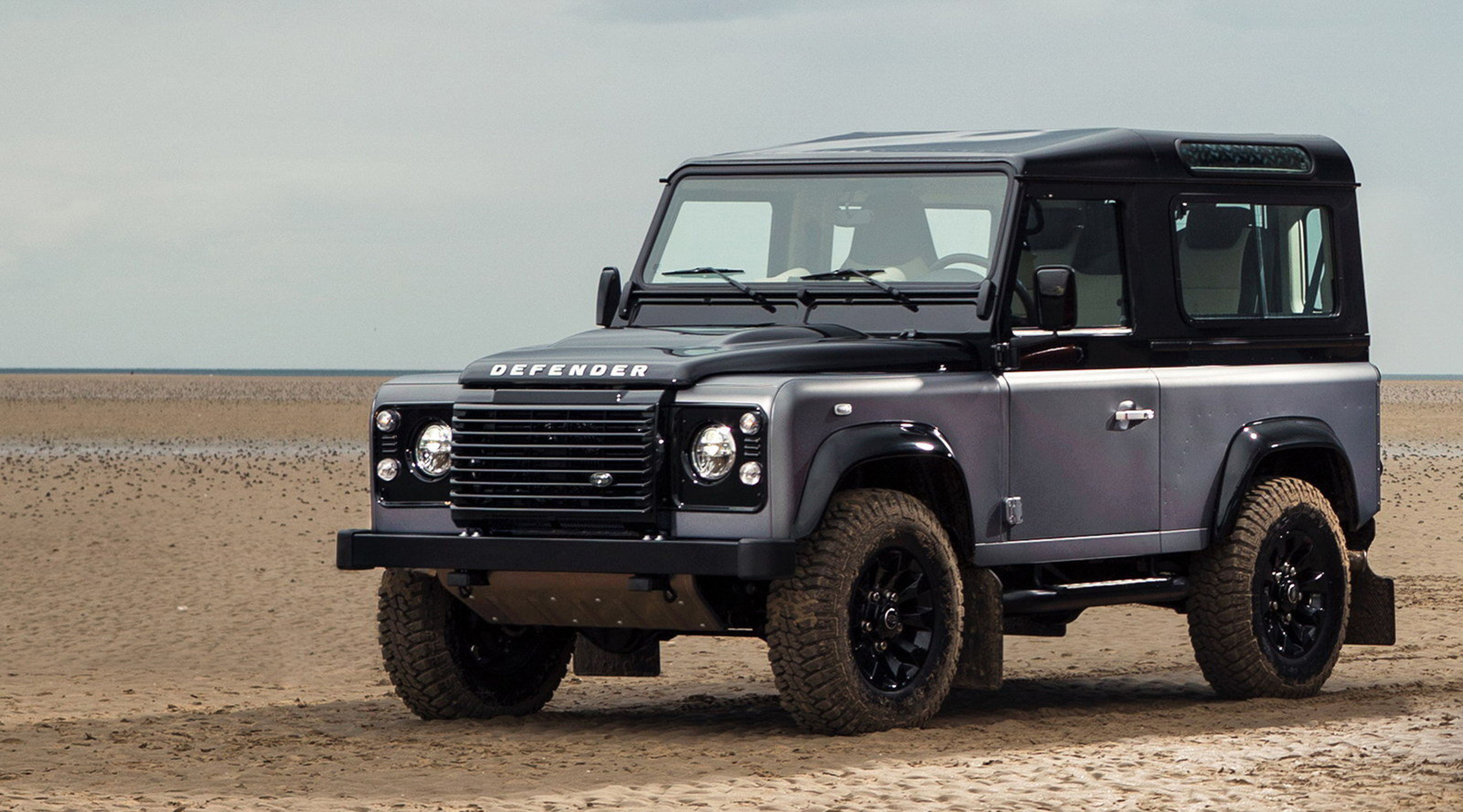 Two-millionth-Land-Rover-Defender-Sells-For-£400,000
